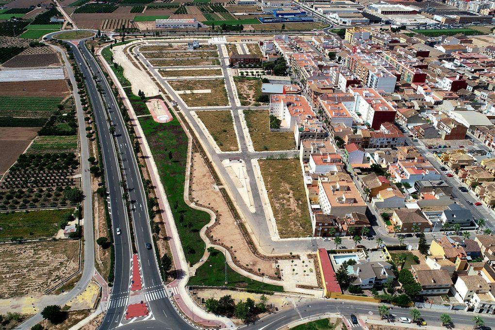 Urbanización y jardín lineal La Macaria